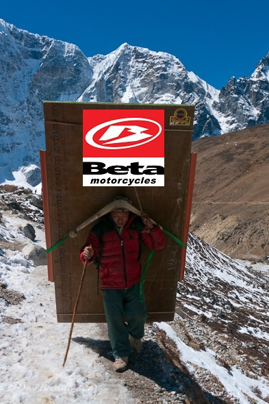 Sherpa-carrying-plywood-mount-everst-base-camp (1).jpg