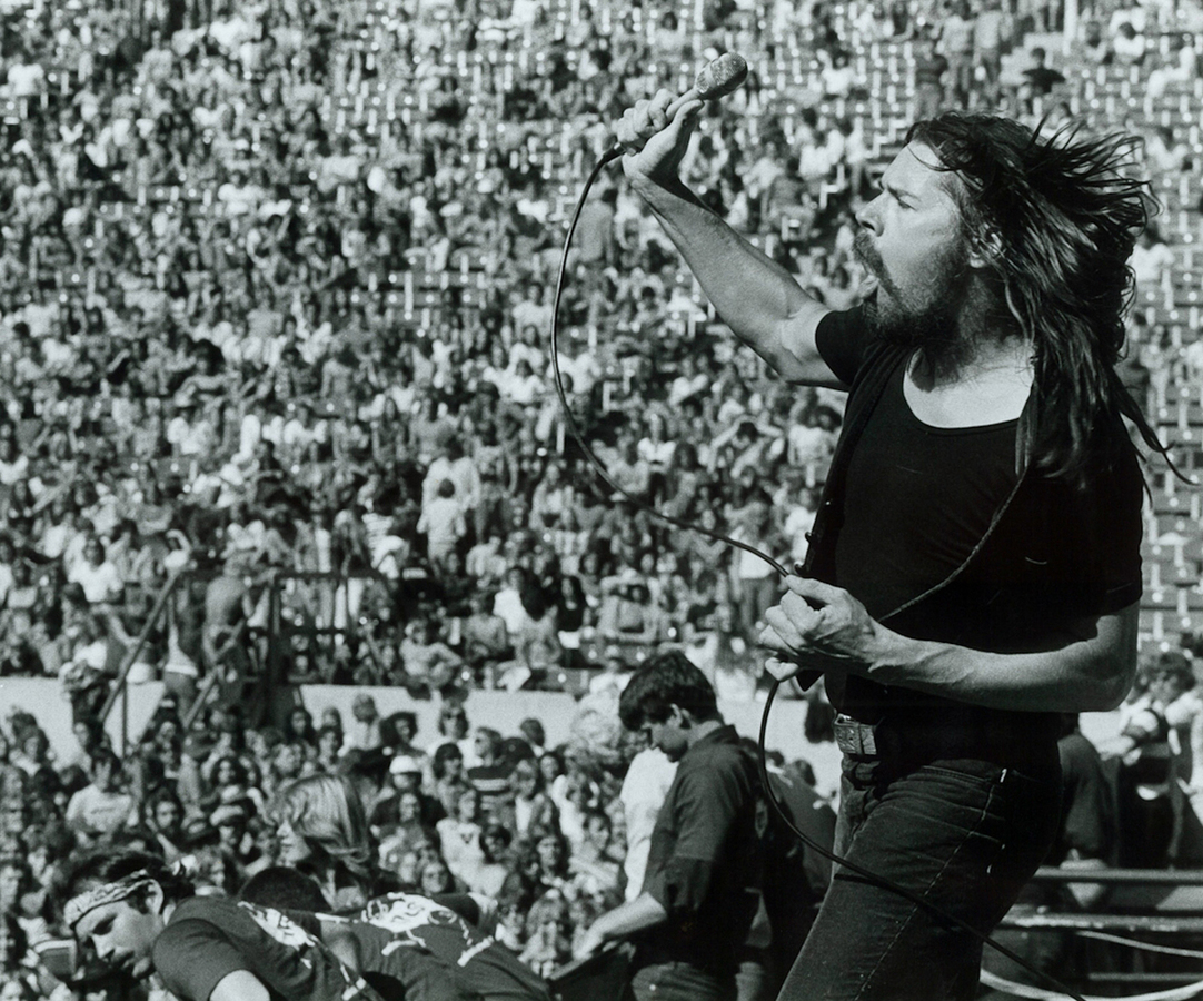 Fire-down-below-Seger-concert-crowd.thumb.jpg.76cce63fad1a212987aa2923484bbc94.jpg