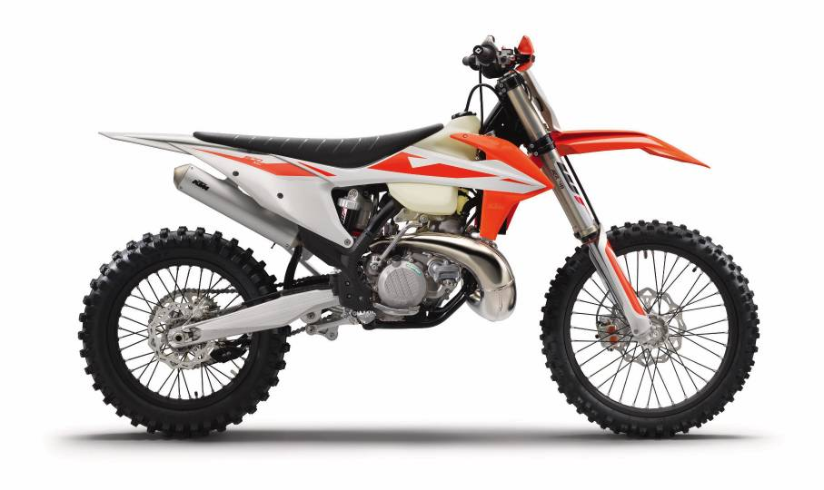 2019-KTM-300-XC-First-Look-dirt-off-road-motorcycle-1.jpg